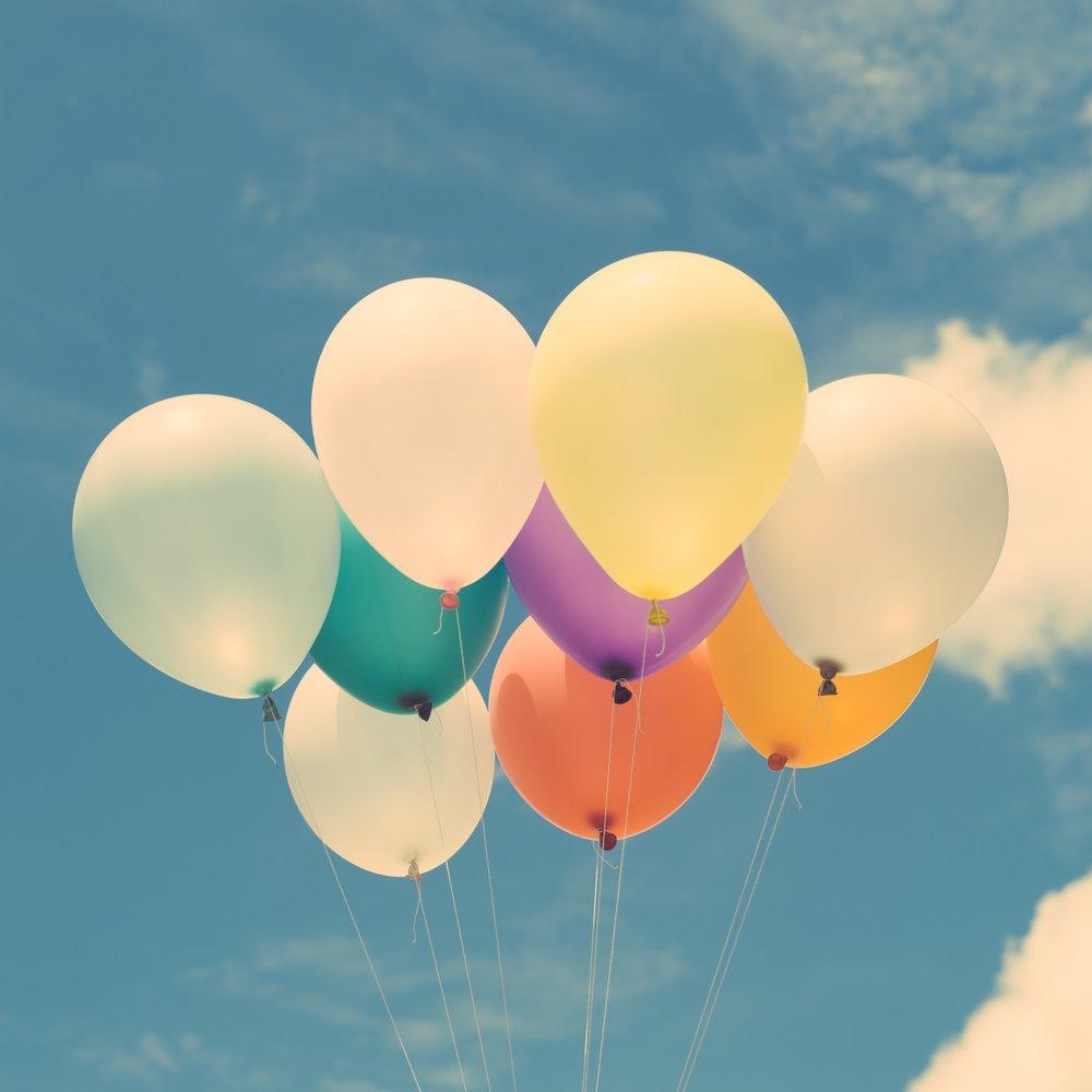 balloons-calm-clouds-574282.jpg