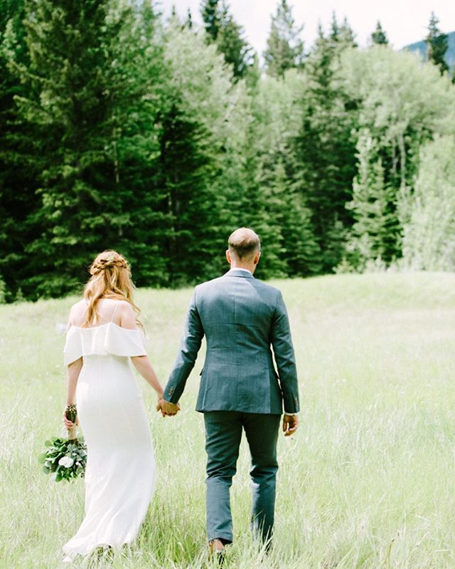 Happy Tuesday ! ❤️. www.chelsearaephotography.ca  #calgaryweddings #calgaryweddingphotographer #weddingphotography #weddingphotographer #yycbride #bridetobe