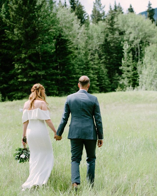 Happy Tuesday❤️ . . . #yycbride #yyc #calgarybride #calgarywedding #calgaryweddingphotographer #weddingphotographer #weddingphotography #photographer #bridetobe #calgarybride