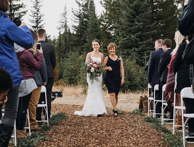 ❤️ the most exciting moment . www.imageandivy.com . .#wedding #engagmentphotos #weddingphotographer #weddingphotography #photographer #calgaryweddingphotographer #yycweddings #weddingvendors #bridetobe #bride #weddingphotos #photography #capturingmoments #theknot #groom #engaged #canmore #imageandivy