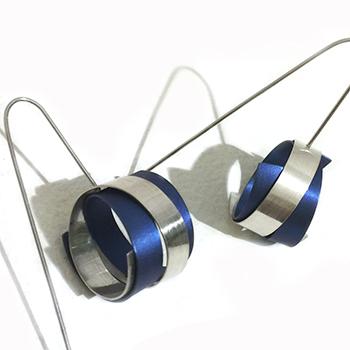 Vanessa Williams blue earrings 350.jpg