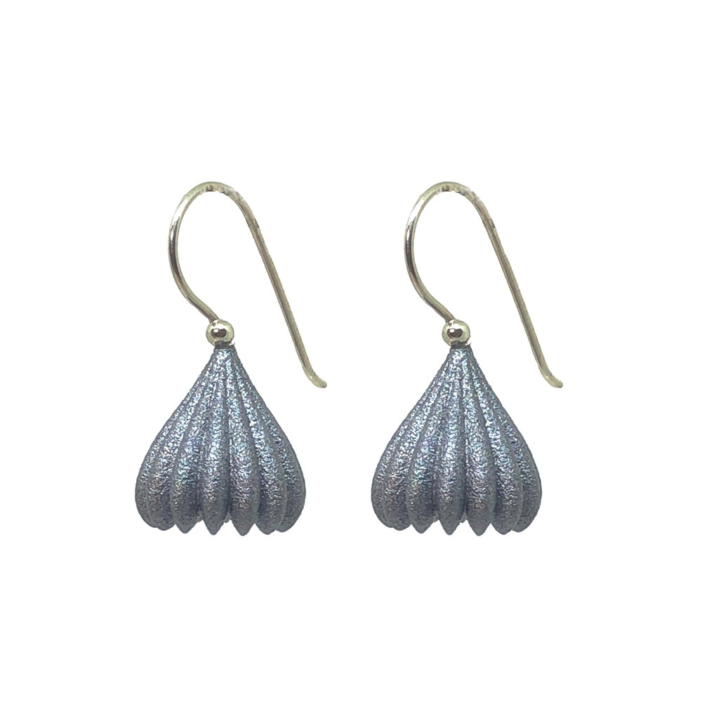 Jenny_Fahey_small_pod_earrings_silver.jpg