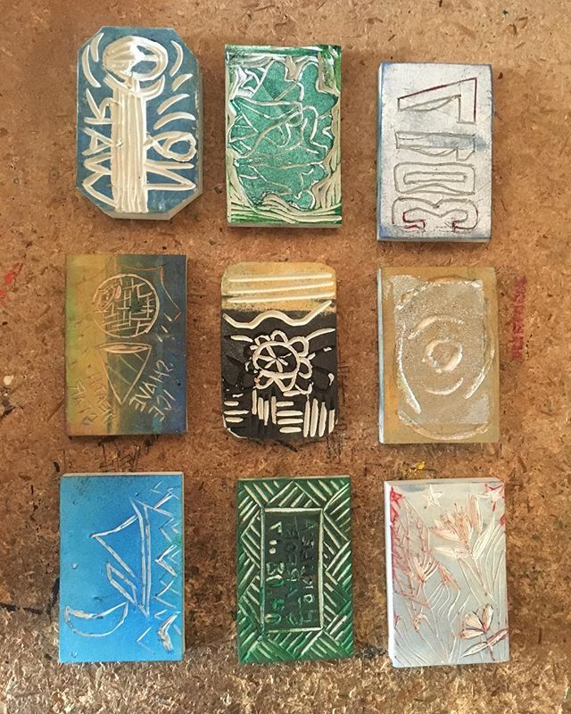 Stamps you can use at Helumoa's Universe of Islands workshop 7/23  12-4pm @aupuniplace Workshop is free and keiki friendly😄 (link in bio for more details or DM us) About the workshop: Create a passport and a stamp. Then get your passport stamped by other stamps to explore the idea of nationalities and borders when their existence is more nebulous than ever. . . . #helumoa #helumoaart #helumoaartcollective #hawaiiart #hawaiiartists #hawaiiartistscollaboration #communityoutreach #artcollaboration #artistsofhawaii #honoluluart #art #artistsofinstagram #contemporaryart #islandlife #808art #workshoplife #stamps #printmaking #localart #universeofislandsworkshop