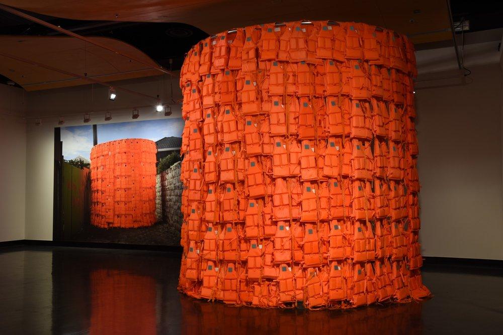 Installation View / Les Voyageurs / Intervene ( Latern ) 2018 / 210 Childrens Life Jackets,