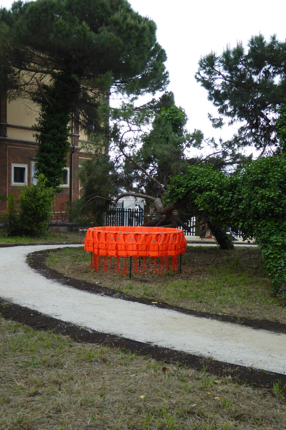 Déplacement (Smuggling Pod) 2017 / Life-jackets, Steel / 200 cm diameter x 100 cm / Installation Giardini Marinaressa, Venice ITALY