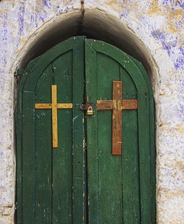 #Christianity in #Israel. Doors at the #churchoftheholysepulchre. Want a 25 minute summary of Zionist history?  Check out this week's episode of Jew Oughta Know. Link in bio