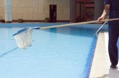 pool-cleaning-843386.jpg