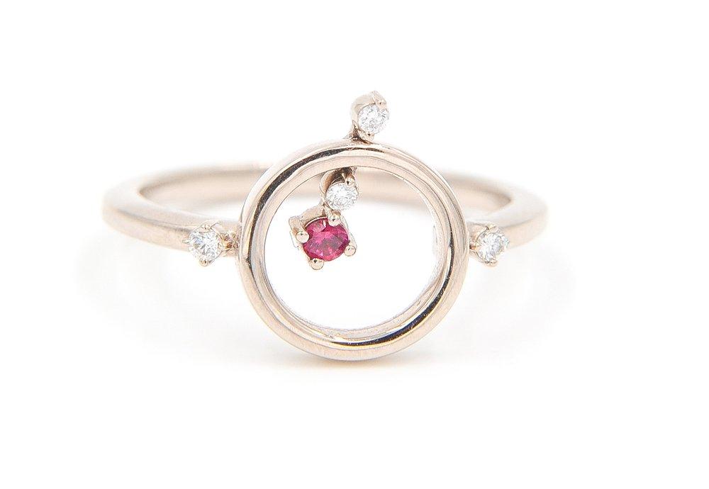 Ballerina Ring | 18K white gold, diamonds, ruby