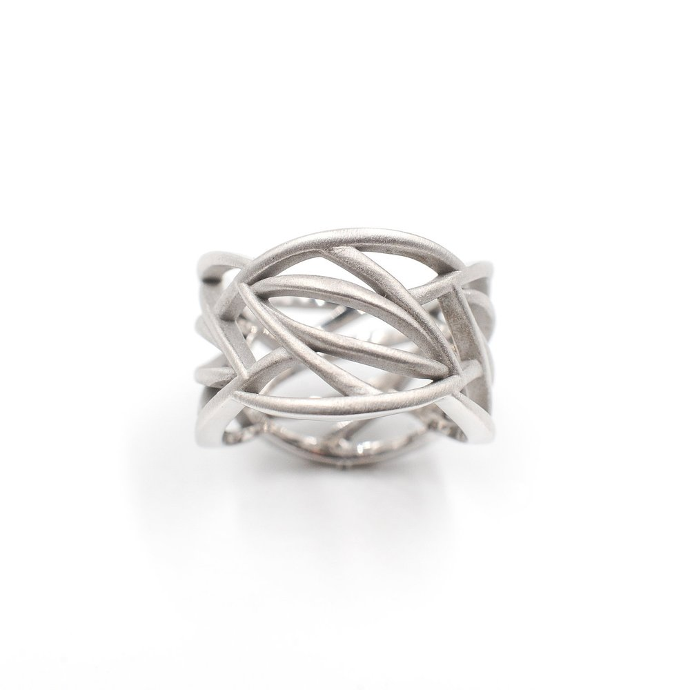 Leaves All Around Ring | 18K white gold