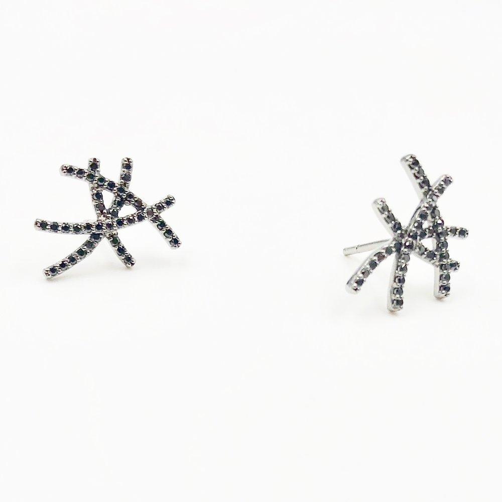 Black Diamond Lines Earrings | 18K gold and diamonds