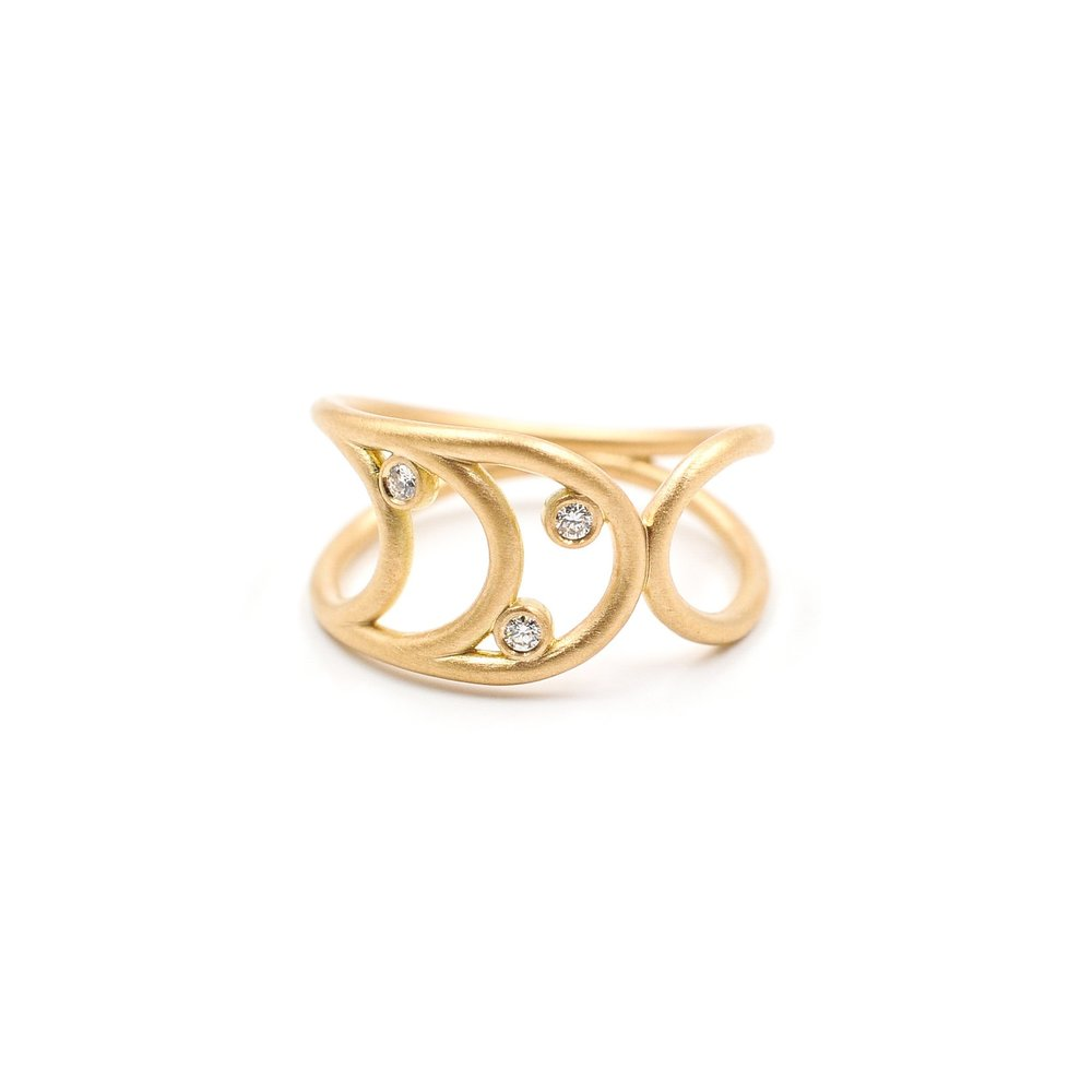 Waves Ring | 18K yellow gold, diamonds