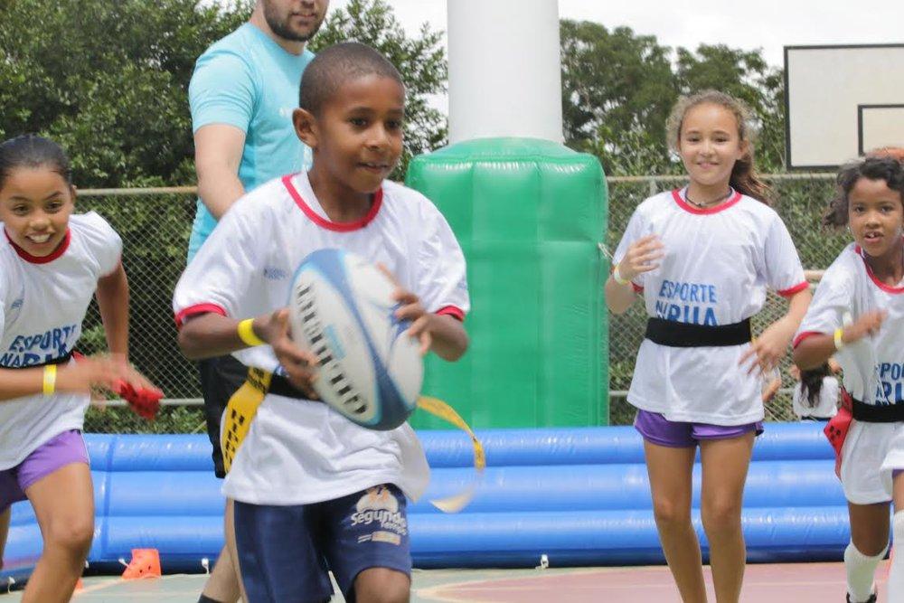 Concorrendo entre mais de 3.500 projetos inscritos, o Rugby Integral figura entre as cem melhores práticas educacionais do país.