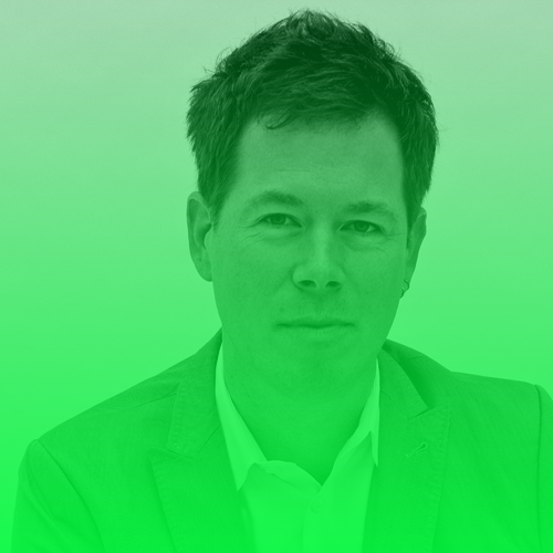 """Alexander von Streit   Alexander von Streit ist Gründer und Herausgeber des 2014 durch Crowdfunding finanzierten, unabhängigen Online-Magazins Krautreporter, sowie Gründungsherausgeber von VOCER und Direktor des VOCER Innovation Medialab. Davor verantwortete er unter anderem als Chefredakteur die deutsche Ausgabe des Magazins Wired, leitete das Digital-Ressort bei Focus Online, war Chefredakteur des Medienmagazins Cover. Volontiert hat er nach seinem Politologie-Studium bei der """"Frankfurter Rundschau"""". Er ist Mitglied im Beirat """"Digital Journalism"""" an der Hamburg Media School.  Twitter:  @vonstreit   """