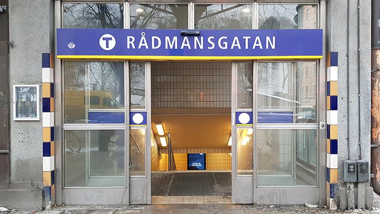 Närmaste T-bana är Rådmansgatan.