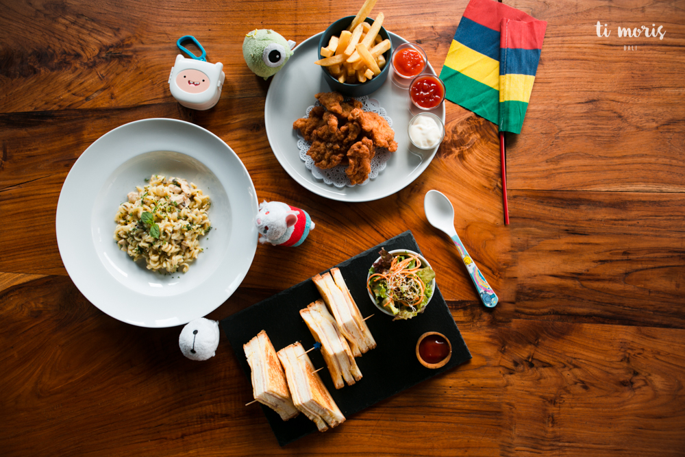 Kids Corner - From left to right clockwise: Creamy pasta / Crispy chicken with fries / Ham & cheese toasted sandwich