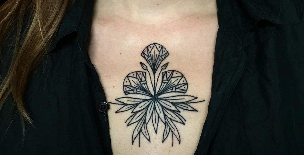 Tattoo/Paul Northe et Héléna F - Paul Northe est un tatoueur évoluant entre Paris et Nantes. Héléna F reçoit dans son salon «Perdu d'avance» tattoo clubDurant le week-end ils proposent des flash tattooSur rdvwww.instagram.com/paul_northe_tattoo/ www.instagram.com/helena___f/