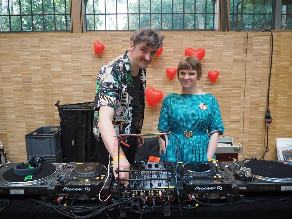 DJ's - Ils passeront une selection musicale pop et chaleureuse.Dj's Axel Strummer & Bikini Peaà écouter