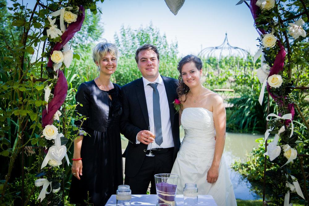"""""""Was wäre, wenn ich mich in dich verliebt hätte?"""". Flötist und Geigerin. Musik verbindet.  Freie Trauung von Jens und Bianca in der """"Ankermühle"""" in Oestrich-Winkel."""