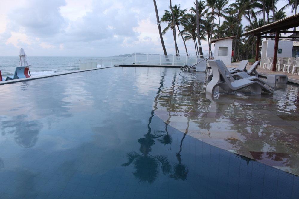 piscina fundo infinito
