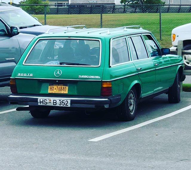 #carsofnantucket  #300td  #mercedesbenz #mercedes #mercedeswagon #wagon #mercedesclassic #mbclassic #w123 #w123wagon #w123club