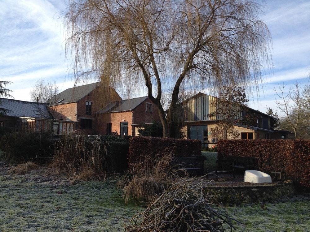 overzicht gebouwen vanuit de tuin winter.jpg