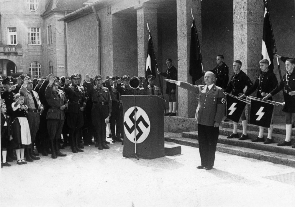 Galerieeröffnung mit Gauleiter Adolf Wagner, 1937  Foto: Stadtarchiv Rosenheim