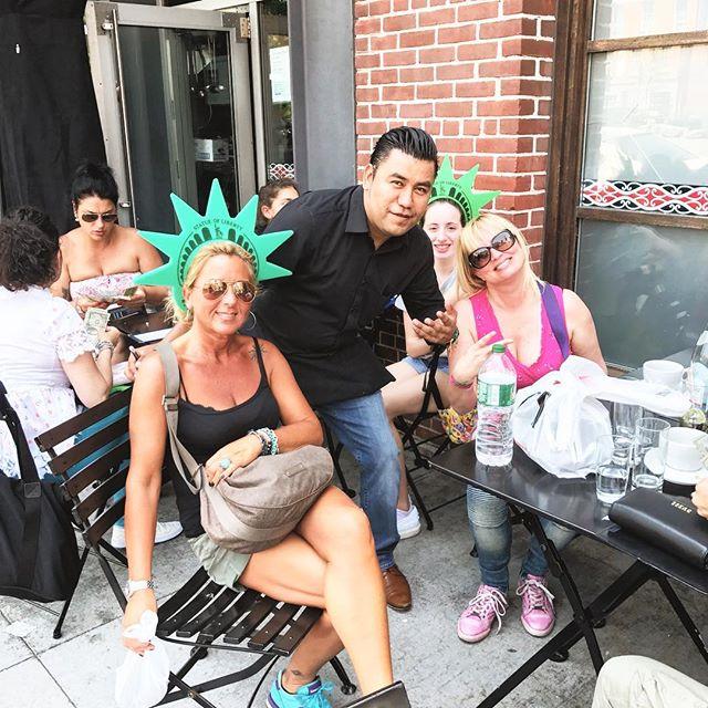 Amazing sidewalk service brought to you by: Cesar! A beautiful day to enjoy!#nelsonbluenyc #gastropub #greatwaiter #brooklynbridgeview #southstreetseaport #nycsidewalk #alfrescodining