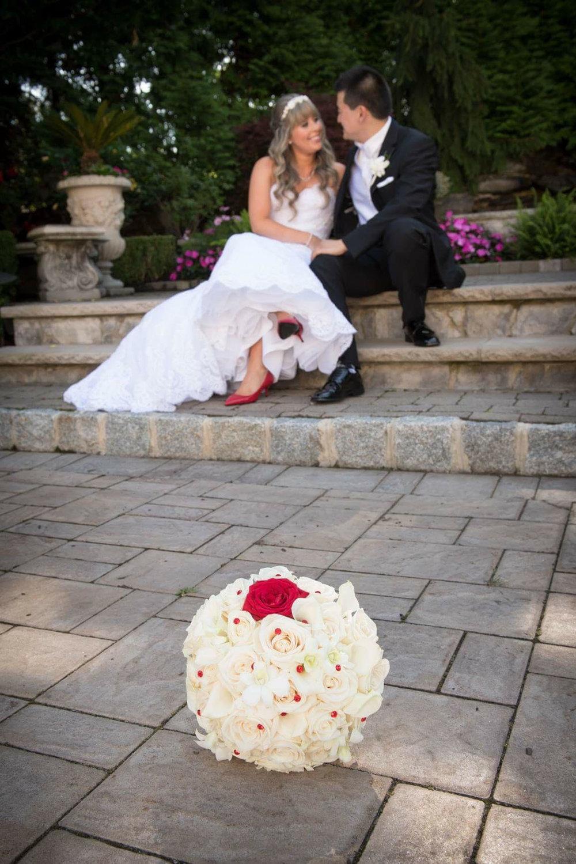 bride and grrom roses.jpg
