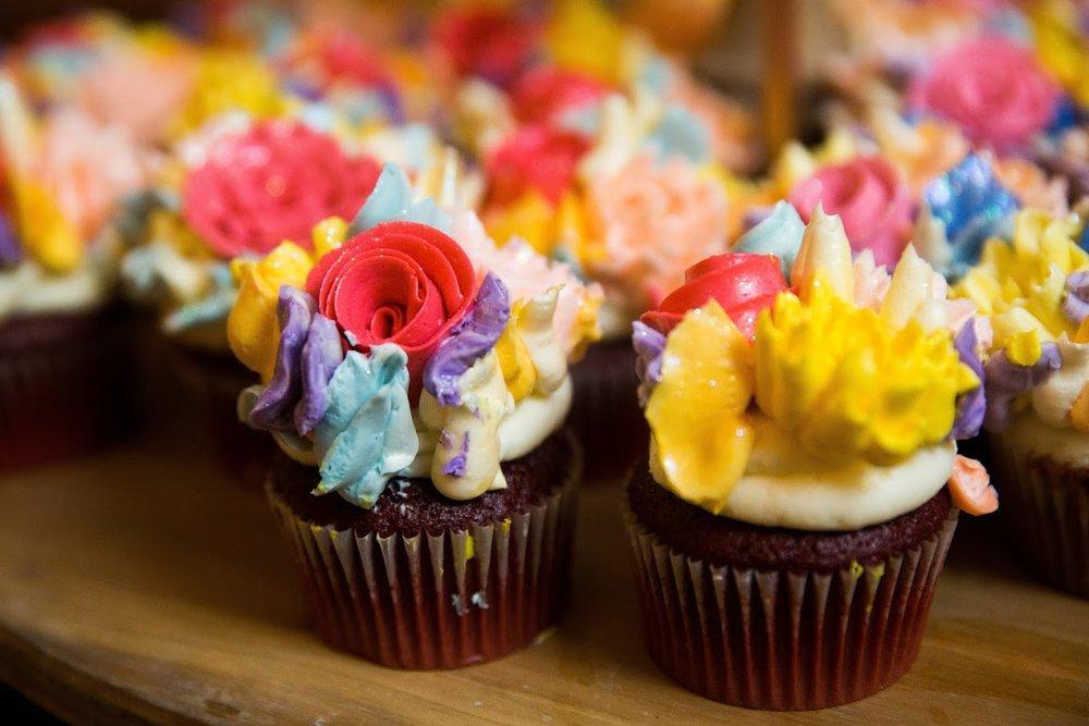 Davis wedding cupcakes 2.JPG
