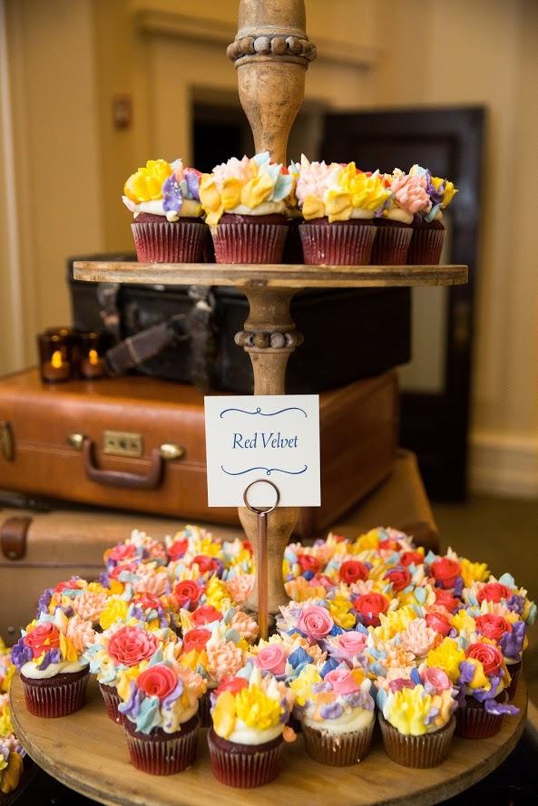Davis wedding cupcakes.JPG