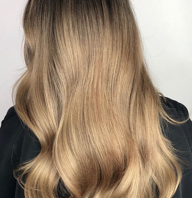 Winter blondes!! We have 2 color spots open in between Christmas and New Year. Text 647-674-1153 to grab it!! Colour, Cut and Style by @marieevefaucher  #foilayage #blondehair #blondebalayage #longhair #kingwest #torontobalayage #torontohair #torontohairstylist #behindthechair #modernsalon #balayage