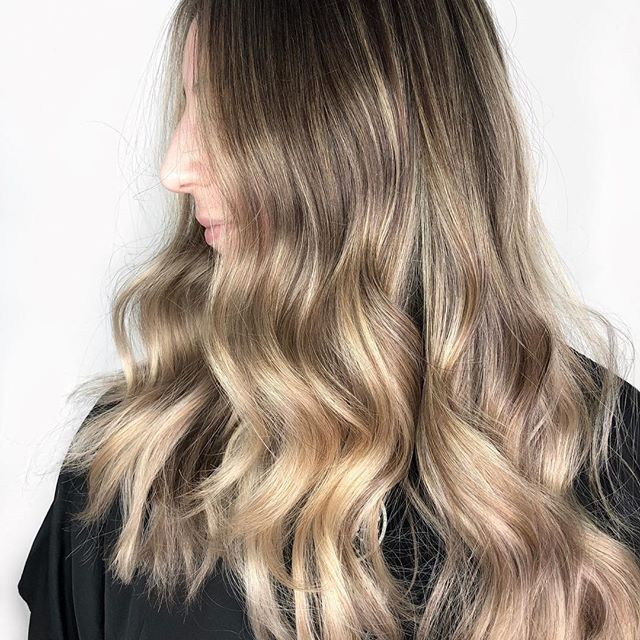 Blondes have more fun! But do they? We need your opinion on that! ⬇️ . . . #blondehair #babylights #balayage #kingwest #torontobalayage #modernsalon #behindthechair #blondebalayage #blondespecialist #hairsalon #toronto