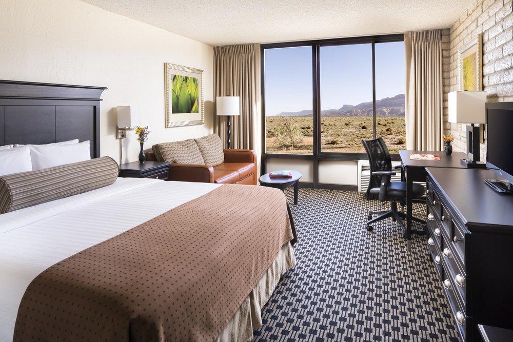 guestroom_king_14999_high (1).jpg