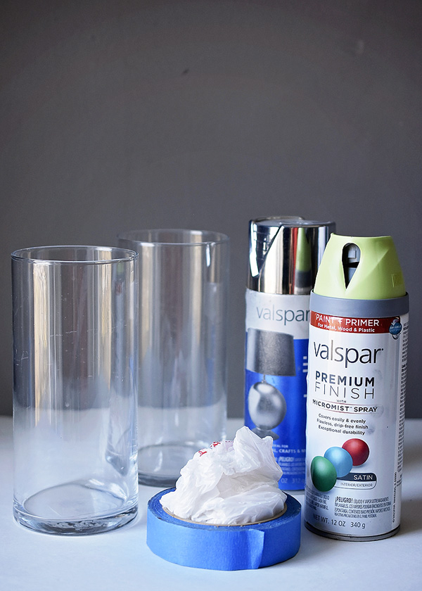 fb62e3e958 Start by making sure your glass vase is clean and dry. I used a simple spray  paint, nothing special. Create a straight line with painter tape.