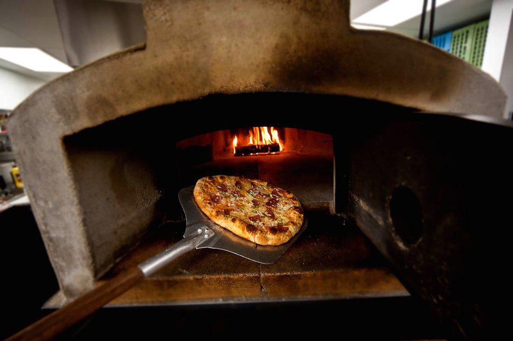 LaVec-pizzainoven.jpg