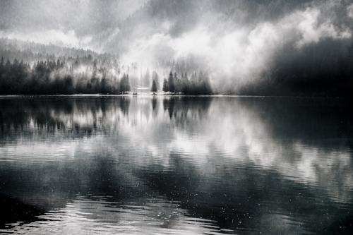 https___www.lifeofpix.com_wp-content_uploads_2018_07_blackwhite-lake-antholz.jpg