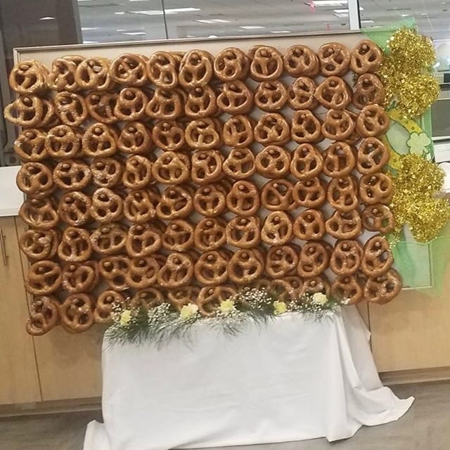 Pretzel wall is amazing!!! #pretzel #pretzels #pretzellove #stpatricksday #partyfood #getinmybelly #instagram #insta #weddingsnacks #simplyelegantcatering