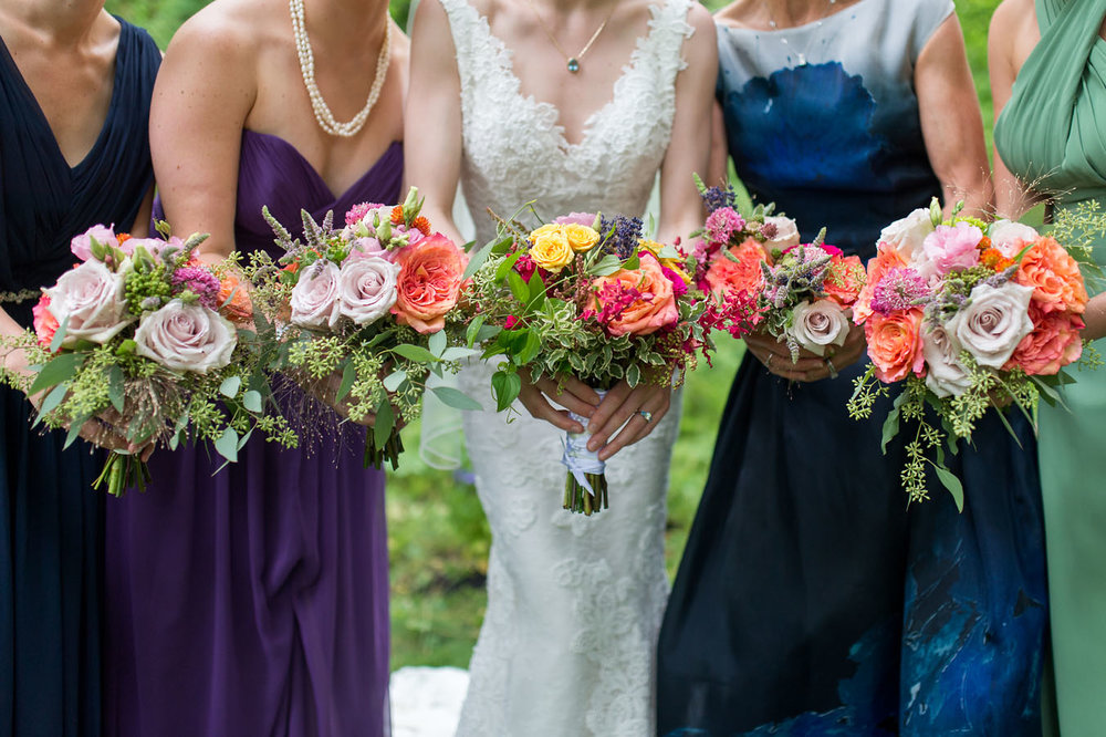 Picture of bridal party holding bouquets
