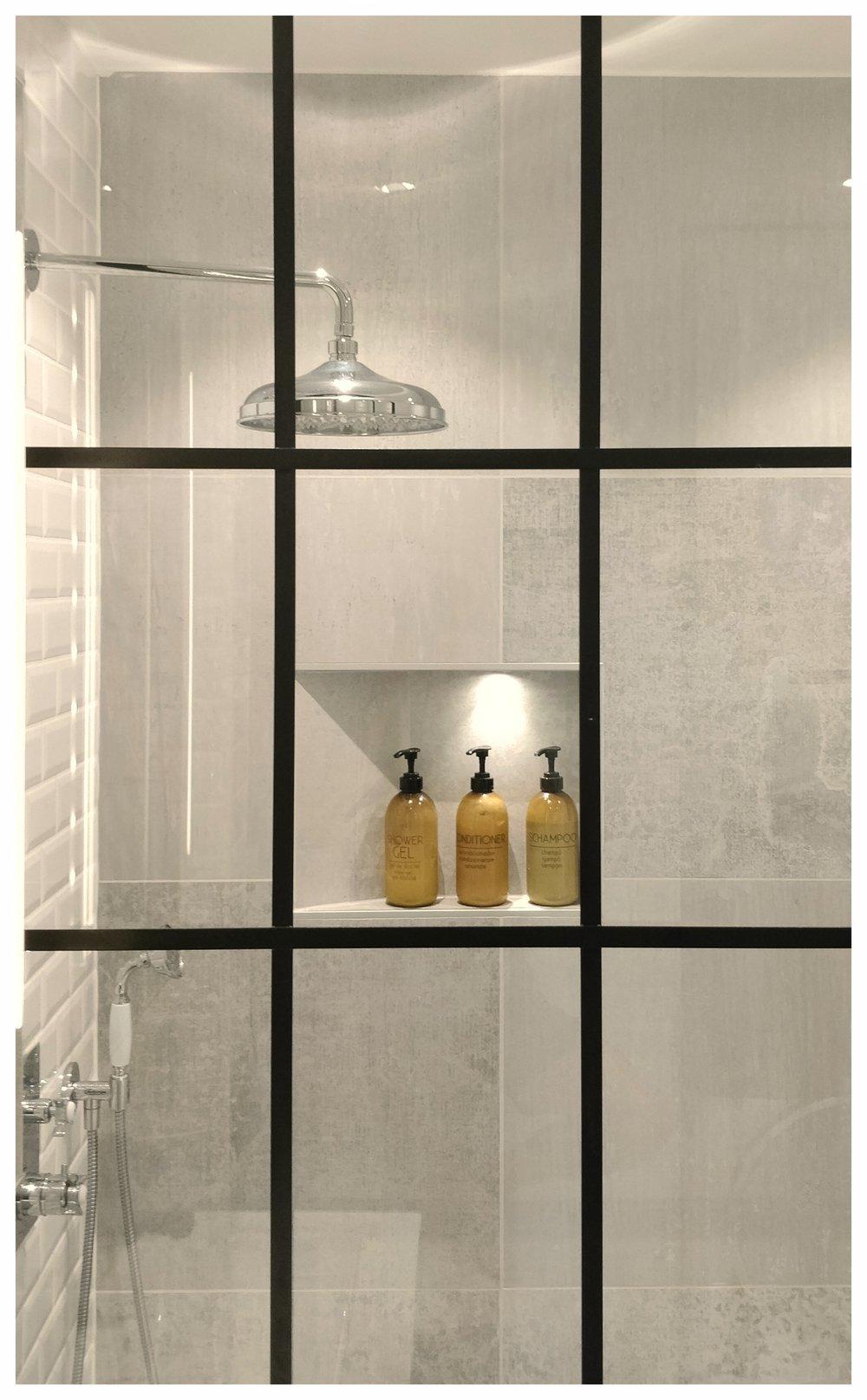 Industriglas duschvägg