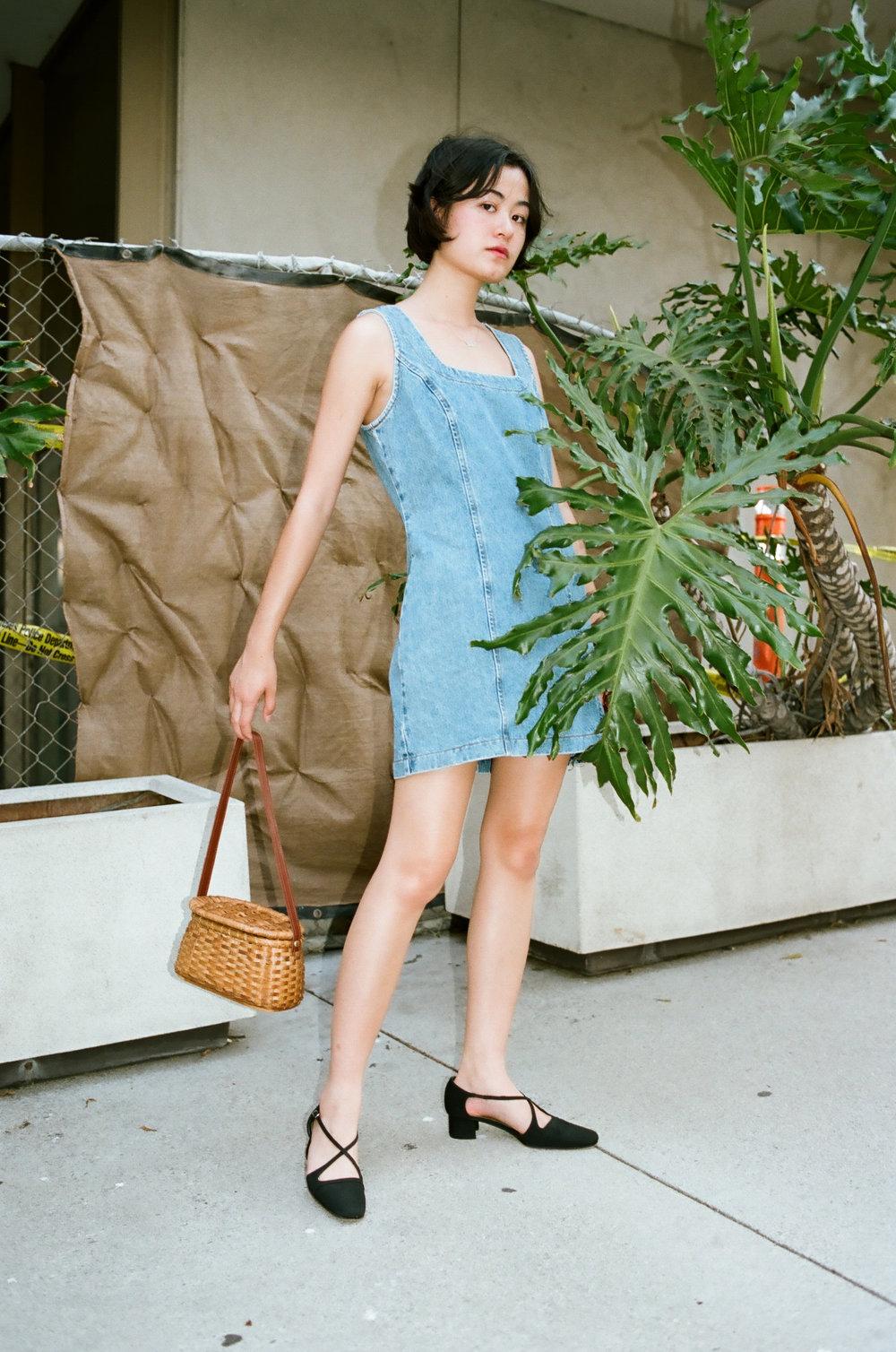 ShopGirl-01360023.jpg