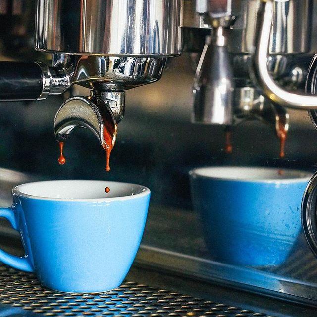 Coffee anyone? #blackgold #coffee #perfectcup #baristalife #specialtycoffee @acmeandco @laffare @rocketespresso