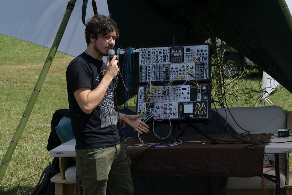 Anthony Thogmartin of   EarthCry   &   Papadosio   discusses modular equipment & analog synthesis at Solasta 2017