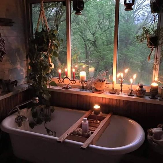 BRING HYGGE INTO THE BATHROOM WITH LOTS OF SCENTED CANDLES