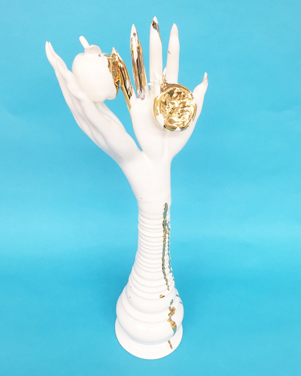 Untitled, 2018 © Jen Dwyer. Porcelain, glaze, 24k gold luster. Courtesy of the artist.