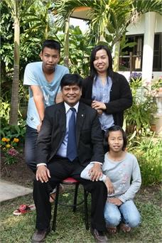 Decha and family