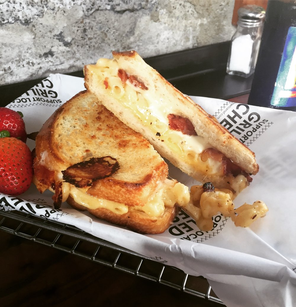 The American Grilled Cheese Kitchen — DValleGil