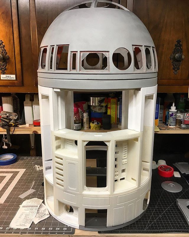 Progress on the #r2d2 is humming along. I got other costumes to work on, but I'm slightly obsessed with this at the moment. Even got a second printer so I could make this go faster. Haha