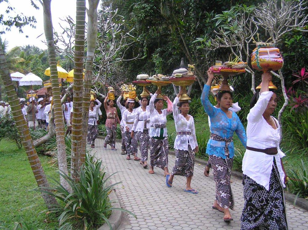 Bali - Ceremony to Pura Tirta Empul - 620x378.jpg