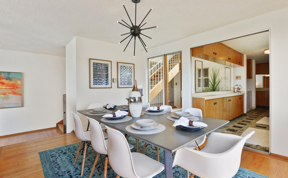 836 Bay Street - dining room
