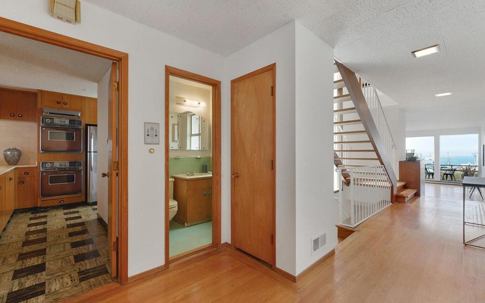 836 Bay Street - hallway